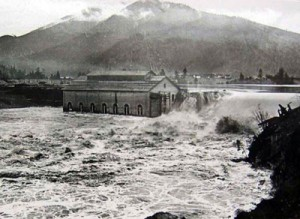 The Milltown Dam during the 1908 flood.
